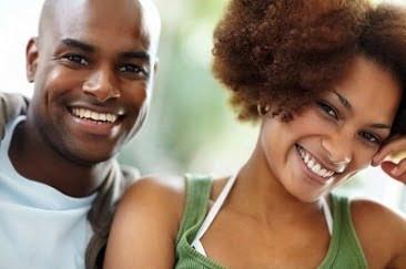 negru-tânăr-zâmbind-366x243.jpg