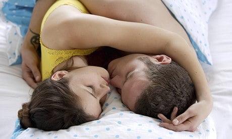 A-cuplu-cuddling-in-pat-011.jpg