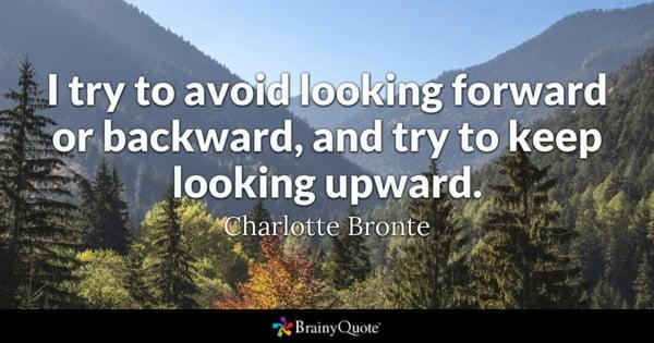 Jag försöker undvika att se framåt eller bakåt och försöker fortsätta att titta uppåt