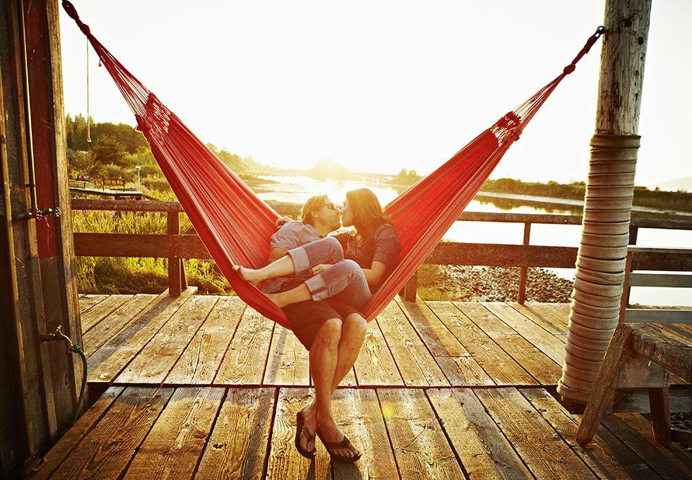 couple-in-hammock-1526933443.jpg