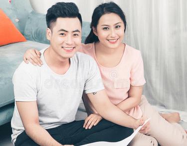 Asiatisk man och kvinna tillsammans som par